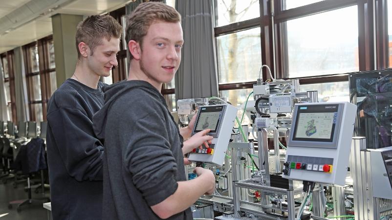 Lernfabrik in Betrieb_1_800x451