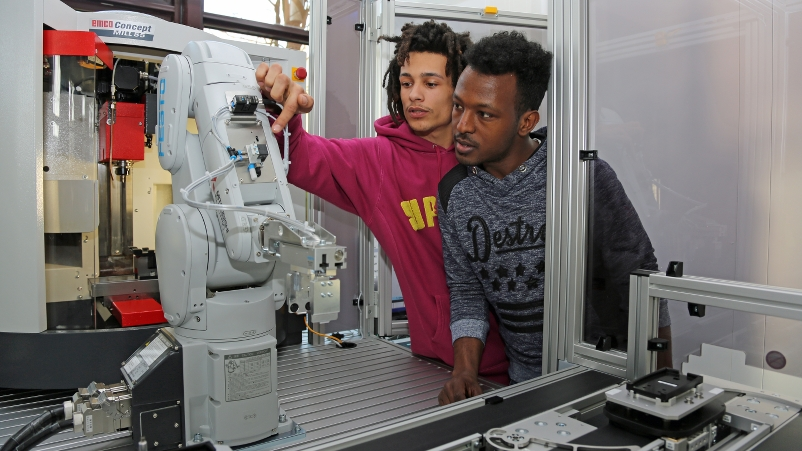 Lernfabrik in Betrieb_3_800x451